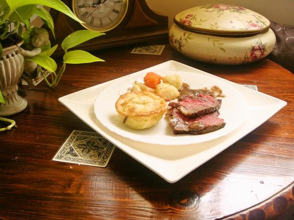 中古世紀地窖烤牛肉佐約克布丁